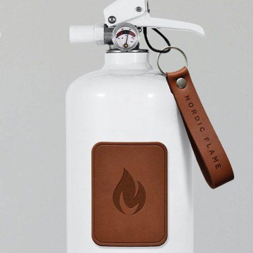 Feuerlöscher mit dunklem Leder von Nordic Flame