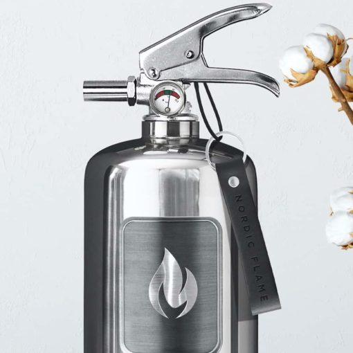 Feuerlöscher aus poliertem Edelstahl von Nordic Flame