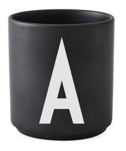 schwarze Tasse von Designletters