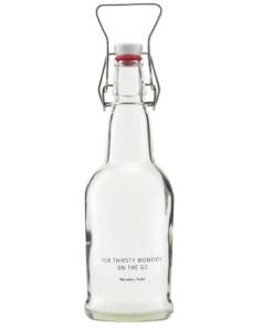 klare Retroflasche von Nicolas Vahe